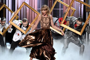 Recording artist Taylor Swift performs onstage at the 2014 American Music Awards at Nokia Theatre L.A. Live on November 23, 2014 in Los Angeles, California.