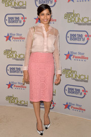 Freida Pinto kept the sweet vibe going with a pink crochet pencil skirt, also by Burberry Prorsum.