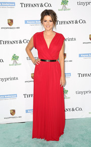 Ali Fedotowsky brought a striking pop to the Baby2Baby Gala tiffany-blue carpet with this red V-neck gown.