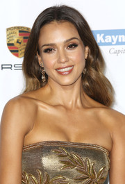 Jessica Alba opted for a loose wavy hairstyle when she attended the Baby2Baby Gala.