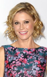 Julie Bowen charmed with her short curls and floral dress at the Baby2Baby Gala.