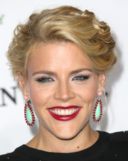 Busy Philipps added an extra dose of sophistication with a pair of multi-gem drop earrings.