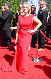 Marina Toybina channeled Old Hollywood with this caped red gown at the Creative Arts Emmy Awards.