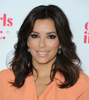 Eva Longoria's eyeshadow was a perfect match to her peach dress.