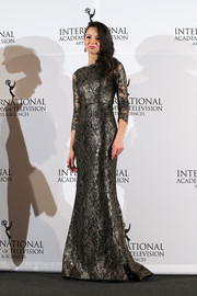 Annet Mahendru looked downright regal in a gunmetal-gray lace gown during the International Emmy Awards.