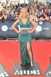 Liz Trinnear gave us an eyeful of leg, abs, and cleavage in this teal skirt and crop-top combo.
