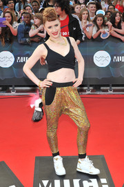 Kiesza took a fashion risk with these sparkly gold harem pants.