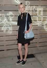 Harleth Kuusik brightened up her outfit with a pastel-blue leather bag by Coach.