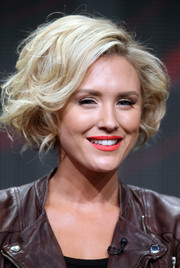 Nicky Whelan rocked a voluminous curled-out bob at the 2014 Summer TCA Tour.