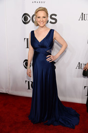 Anika Larsen chose a fluid midnight-blue evening dress for the Tony Awards.