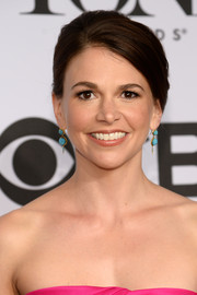 Sutton Foster styled her hair into a classic side-parted bun for the Tony Awards.
