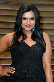 Mindy Kaling glammed up with this blue gemstone ring by Neil Lane for the 2014 Vanity Fair Oscar party.