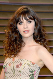 Zooey Deschanel looked oh-so-cute with her voluminous curls and wispy bangs at the Vanity Fair Oscar party.