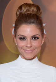 Maria Menounos channeled the '60s with this voluminous high bun during the Variety Breakthrough Awards.