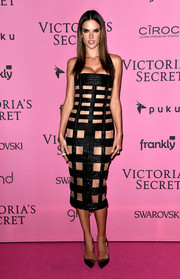 Alessandra Ambrosio teamed her racy dress with modern black PVC-panel pumps.
