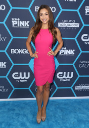 Lindsey Morgan looked super slim in her magenta sheath dress during the Young Hollywood Awards.
