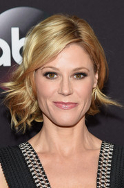 Julie Bowen attended the ABC Upfront event looking fab with her short wavy 'do.