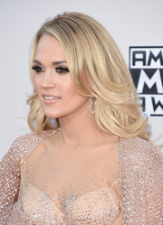 Carrie Underwood looked lovely wearing this feathered flip at the American Music Awards.
