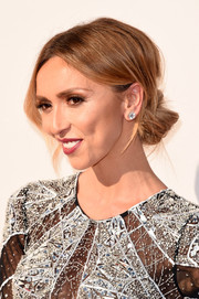 Giuliana Rancic hit the American Music Awards red carpet wearing this elegant chignon.