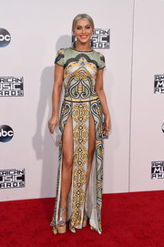 Julianne Hough showed off major leg at the American Music Awards in a Naeem Khan tribal-beaded gown with double slits.