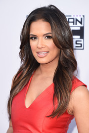 Rocsi Diaz wore her long hair loose with feathery layers when she attended the American Music Awards.