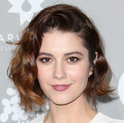 Mary Elizabeth Winstead sported a cute wavy style when she attended the Baby2Baby Gala.