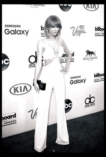 More Pics of Taylor Swift Box Clutch (1 of 56) - Taylor Swift Lookbook - StyleBistro [image,black-and-white,photography,style,fictional character,arrivals,taylor swift,billboard music awards,filters,las vegas,nevada,mgm garden arena]