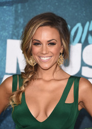 Jana Kramer looked sweet and sophisticated wearing this loose side braid at the CMT Music Awards.