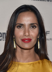 Padma Lakshmi polished off her look with a pair of gold dangle earrings.