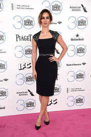 Berenice Marlohe looked impossibly slim at the Film Independent Spirit Awards in a black Safiyaa sheath with an angular neckline and a mesh-detailed waist and cap sleeves.