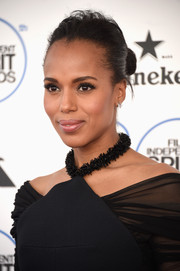 Kerry Washington pulled her hair back into a simple bun for the Film Independent Spirit Awards.