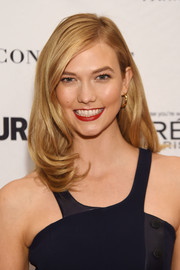 Karlie Kloss wore her tresses down to her shoulders with a bouncy undercurl during the Glamour Women of the Year Awards.