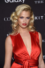 Hailey Clauson topped off her look with a sexy red lip.