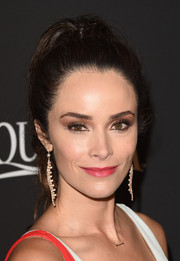 Abigail Spencer styled her locks into a fabulous high pony for the InStyle and Warner Bros. Golden Globes party.