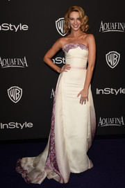 Yael Grobglas was a charmer at the InStyle and Warner Bros. Golden Globes party in a white strapless gown with purple accents and a long train.