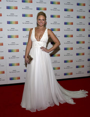 Miranda Lambert paired her dress with a metallic gold clutch by Jill Milan.