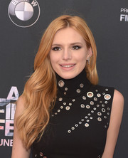 Bella Thorne attended the LA Film Fest premiere of 'Scream' wearing her hair in flowing waves with an off-center part.