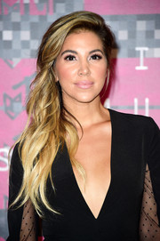 Liz Hernandez glammed up her look with this wavy side sweep for the MTV VMAs.