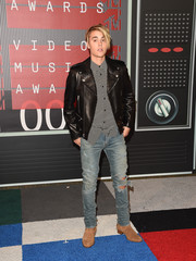 Justin Bieber looked so handsome wearing a black Saint Laurent leather jacket over a printed button-down at the 2015 MTV VMAs.