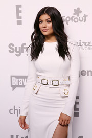 Kylie Jenner styled her white dress with an oversized leather belt by Zana Bayne for the 2015 NBCUniversal Cable Entertainment Upfront.