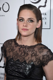 Kristen Stewart kept it simple with a short straight cut and a side-part when she attended the 2015 New York Film Critics Circle Awards.