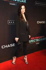 Liv Tyler topped off her dark outfit with a bow-adorned satin clutch.