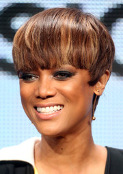 Tyra Banks went for a smoldering beauty look with lots of dark eyeshadow.