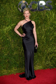 Gretchen Mol wrapped up her curves in an asymmetrical black silk gown by Sophie Theallet for the Tony Awards.