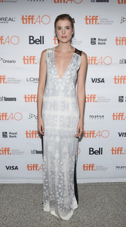 Agyness Deyn was all about understated sophistication in a column dress with a deep-V neckline and a subtle floral print during the 'Sunset Song' photocall at TIFF.