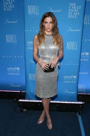 Riley Keough complemented her lovely dress with a pair of silver ankle-strap sandals.