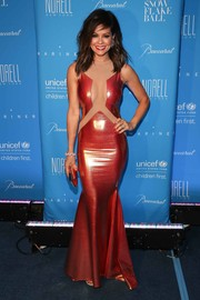 Brooke Burke-Charvet brought a heavy dose of allure to the UNICEF Snowflake Ball with this copper-hued cutout mermaid gown.