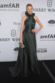 Charlotte di Calypso wore an Elizabethan-gone-modern ruffle-neckline gown in dark emerald during the amfAR New York Gala.