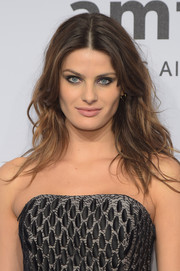 Isabeli Fontana went for edgy styling with this tousled, center-parted 'do when she attended the amfAR New York Gala.