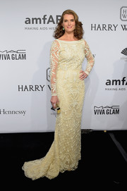 Brooke Shields was the picture of refined elegance in a long-sleeve pale-yellow lace gown by Oscar de la Renta at the amfAR New York Gala.